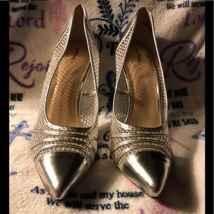"""EUC  """"X-Appeal"""" Women Silver & Mesh Dress Heels"""